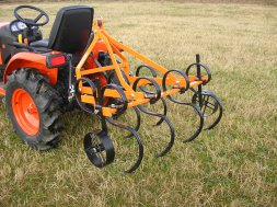 VARES SPRING CULTIVATOR WITH SUPPORT WHEELS